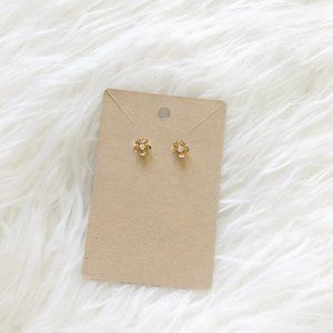 Jewelry - NWOT Gold Floral Stud Daisy Earrings Dainty